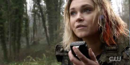 clarke-griffin-at-the-end-of-the-100-season-4-finale-praimfaya.jpeg
